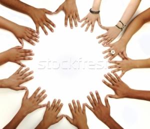 1107605_copii-mâini-cerc-alb-fundal-spa