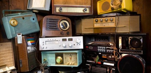 some-old-radios-in-a-big-pile-1470071419-article-0[1]