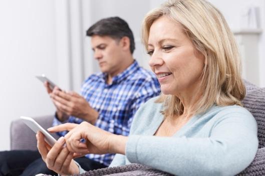 adulti-parinti-telefon-mobil